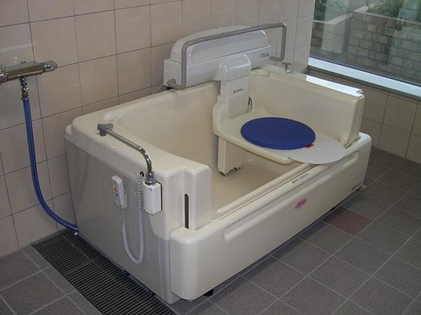 やえもん_リフト浴槽